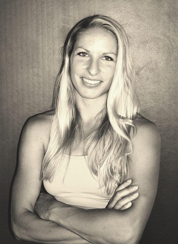 Julia Bauer - Trainerin Pole Dance Academy Passau