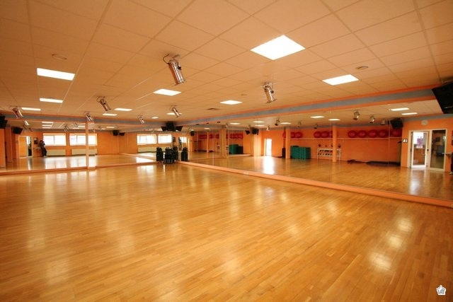 pole dance academy kursort. Black Bedroom Furniture Sets. Home Design Ideas